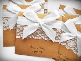 Romantyczne zaproszenia z koronkami