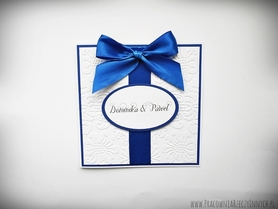 Ślubne zaproszenia na tłoczonym papierze