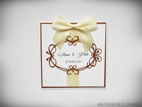 Ciekawe zaproszenia ślubne z ażurową ramką