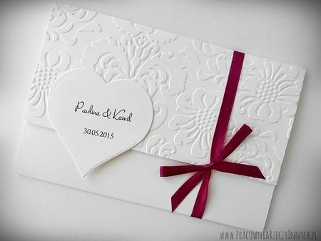 Zaproszenia wiązane z tłoczeniami i sercem (2)