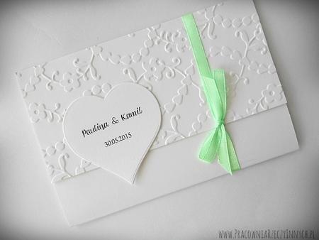 Zaproszenia wiązane z tłoczeniami i sercem (1)