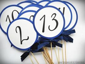 Okrągłe numery stołów na patyczku do wbicia