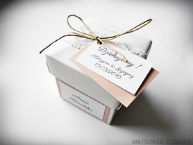 Rustykalne pudełeczko z wieczkiem i koronką