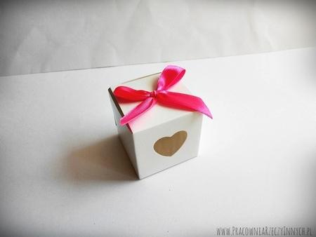 Prezencik pudełeczko z serduszkiem (11)