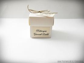 Pudełeczko z koronką i sznurkiem