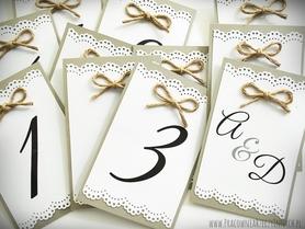 Numery stołów lub inne tabliczki w rustykalnym stylu