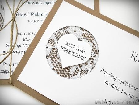 Rustykalne zaproszenia z koronką i sercem (4)