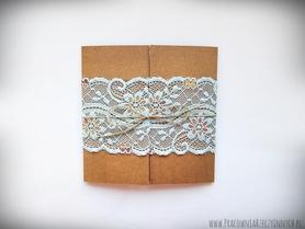 Romantyczne zaproszenia z eko papieru i koronki