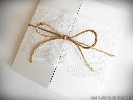 Romantyczne zaproszenia z eko papieru i koronki (17)