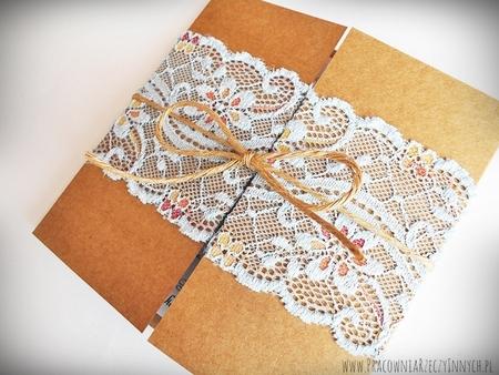 Romantyczne zaproszenia z eko papieru i koronki (9)