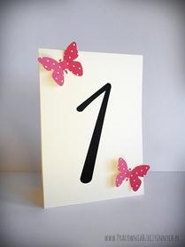 Numery stołów z kolorowymi motylkami /MOTYL/