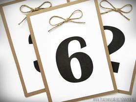 Numery stołów z kokardą ze sznurka