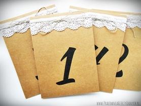 Rustykalne numery stołów z koronką