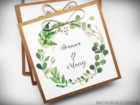 Rustykalne zaproszenia z motywem kwiatowym i kokardą. (8)