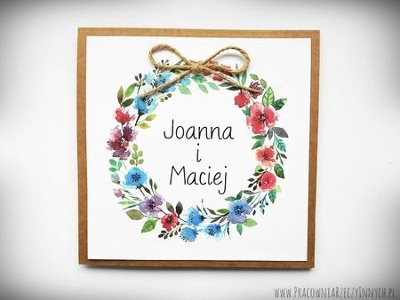 Rustykalne zaproszenia z motywem kwiatowym i kokardą. (18)