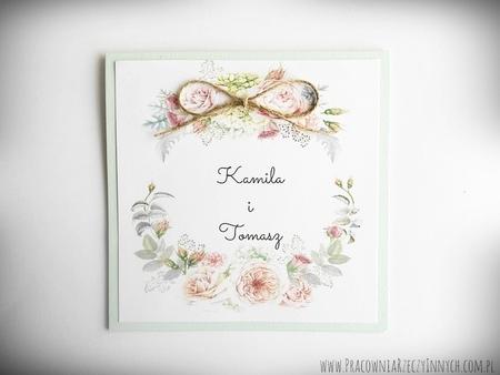Rustykalne zaproszenia z motywem kwiatowym i kokardą. (11)
