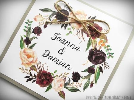 Rustykalne zaproszenia z motywem kwiatowym i kokardą. (19)