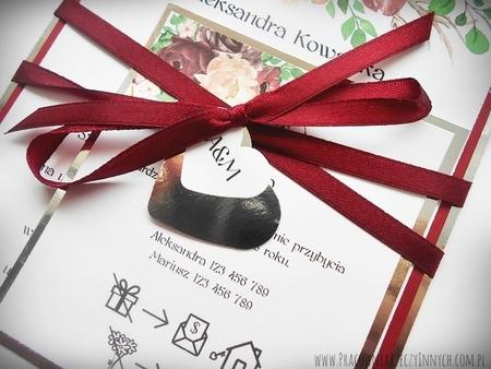 Zaproszenia z lustrzanym papierem i motywem kwiatowym (22)