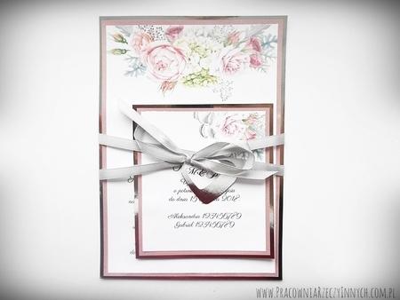 Zaproszenia z lustrzanym papierem i motywem kwiatowym (23)