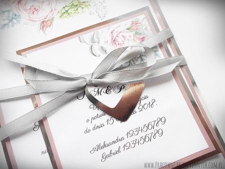Zaproszenia z lustrzanym papierem i motywem kwiatowym (24)