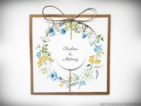 Rustykalne zaproszenia ze sznurkiem i kwiatami