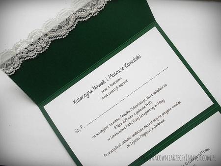 Kopertowe zaproszenie z koronka i serduszkami (6)