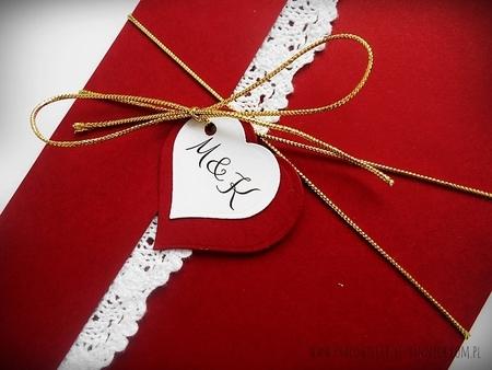 Kopertowe zaproszenie z koronka i serduszkami (12)