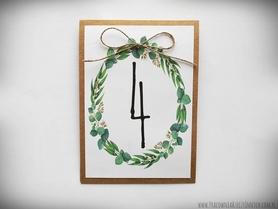 Numery stołów z motywem kwiatowym