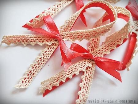 Rustykalne przypinki z koronką i sznurkiem (2)
