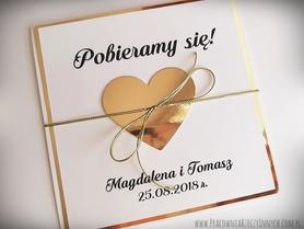 Złote lub srebrne zaproszenie z sercem