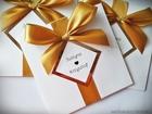 Kolorowe zaproszenie ze złotem lub srebrem i kokardą (4)